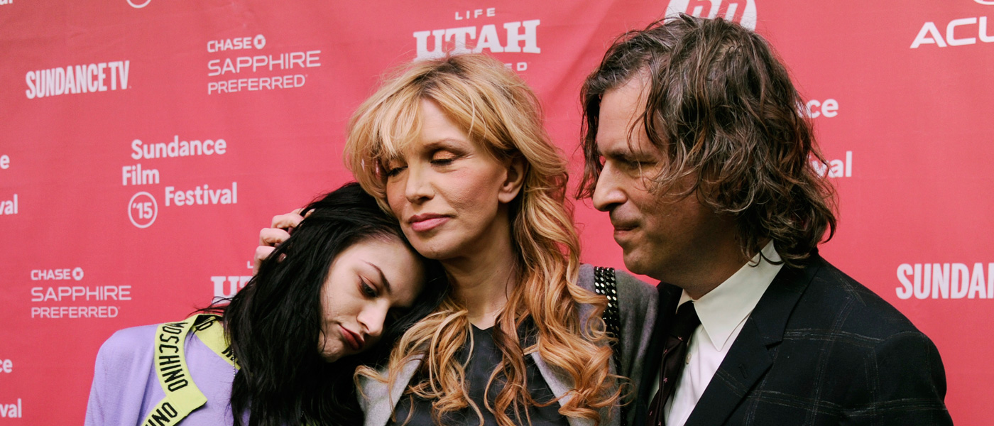 Frances Bean Cobain, Courtney Love y Brett Morgen en la premiere del documental Montage of Heck