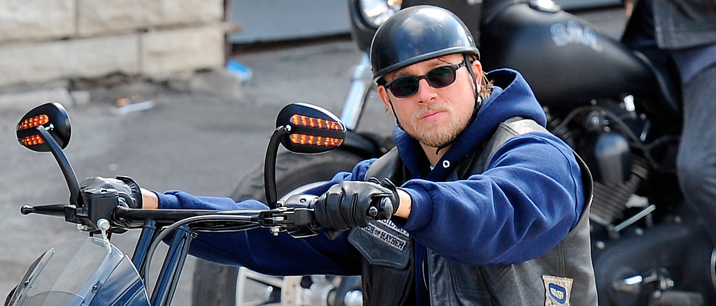 Charlie Hunnam grabando escenas de Sons of Anarchy